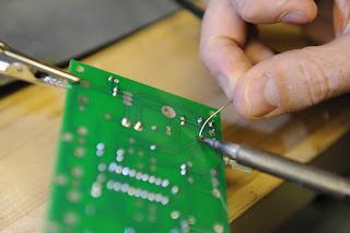 Cara melapisi bagian tembaga PCB agar awet
