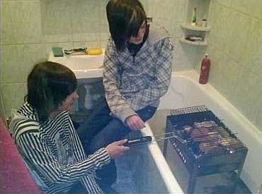 Grillen lustig in der Badewanne - witzige Ideen
