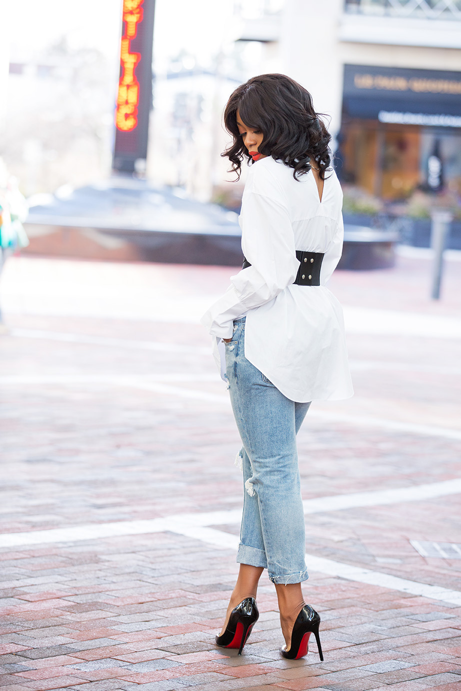 Boyfriend jeans and corset belt, www.jadore-fashion.com