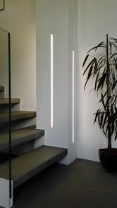 colonna-illuminata-led-con-taglio-di-luce