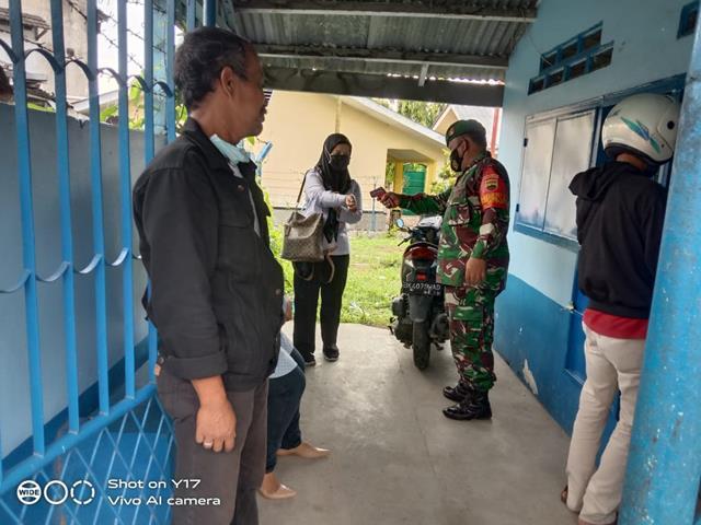 Personel Jajaran Kodim 0207/Simalungun Bersama Dinas Terkait Gelar PPKM Mikro Sebagai Sarana Antisipasi Covid-19