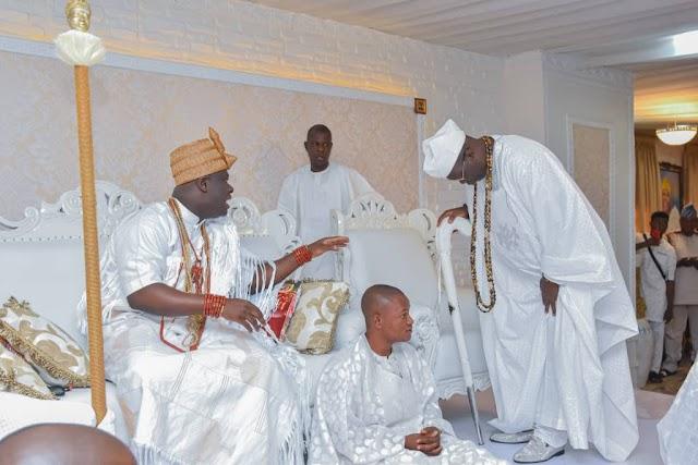 AARE GANI ADAMS PAYS HOMAGE TO OONI OGUNWUSI AS ODUDUWA FESTIVAL HOLDS IN ILE-IFE.