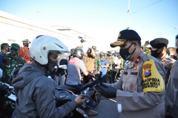 Gerakan Jatim Bermasker, Forkopimda Jatim Bagikan 15 Ribu Masker