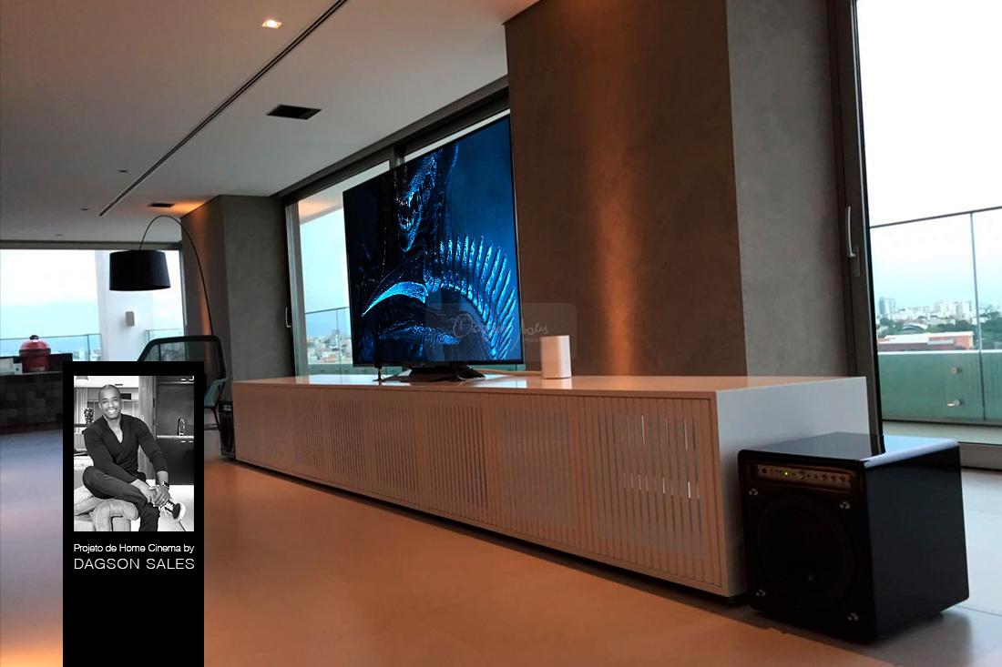 Sala de home theater em luxuosa residência em Uberlandia / MG projetada por Dagson Sales
