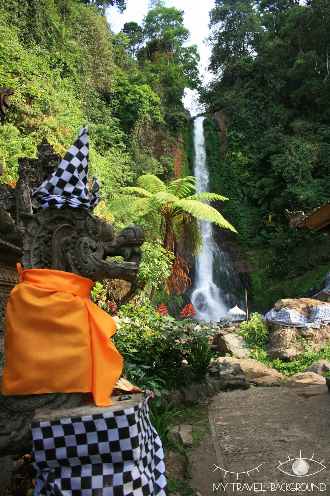 My Travel Background : que visiter dans le Nord de Bali? Cascade Gitgit