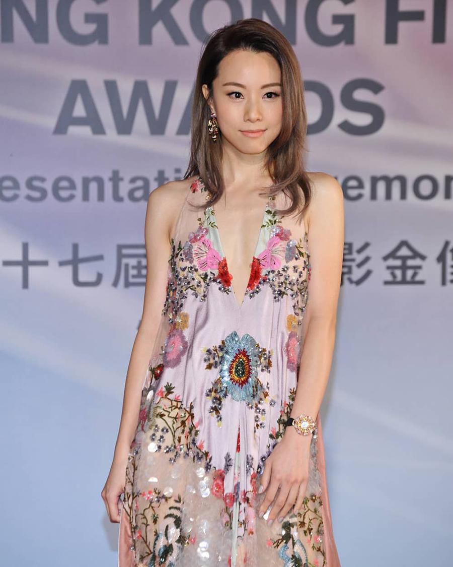 Artis hongkong seksi dan cantik manis Stephy Tang baju bungan bunga