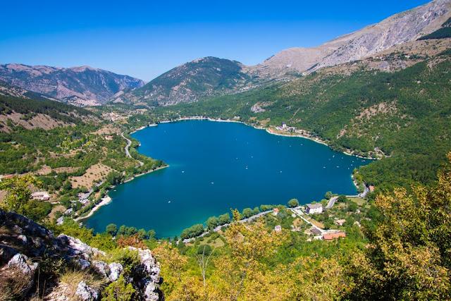 Lago di Scanno a forma di cuore-AScanno-Abruzzo
