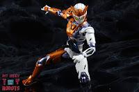 S.H. Figuarts Kamen Rider Valkyrie Rushing Cheetah 24