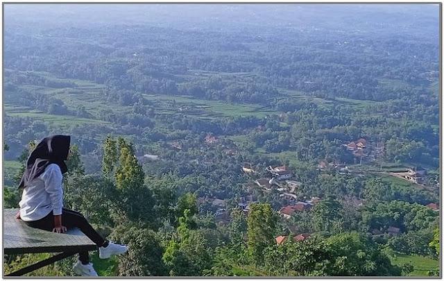 Puncak Ratu;10 Destinasi Wisata Populer di Madura;