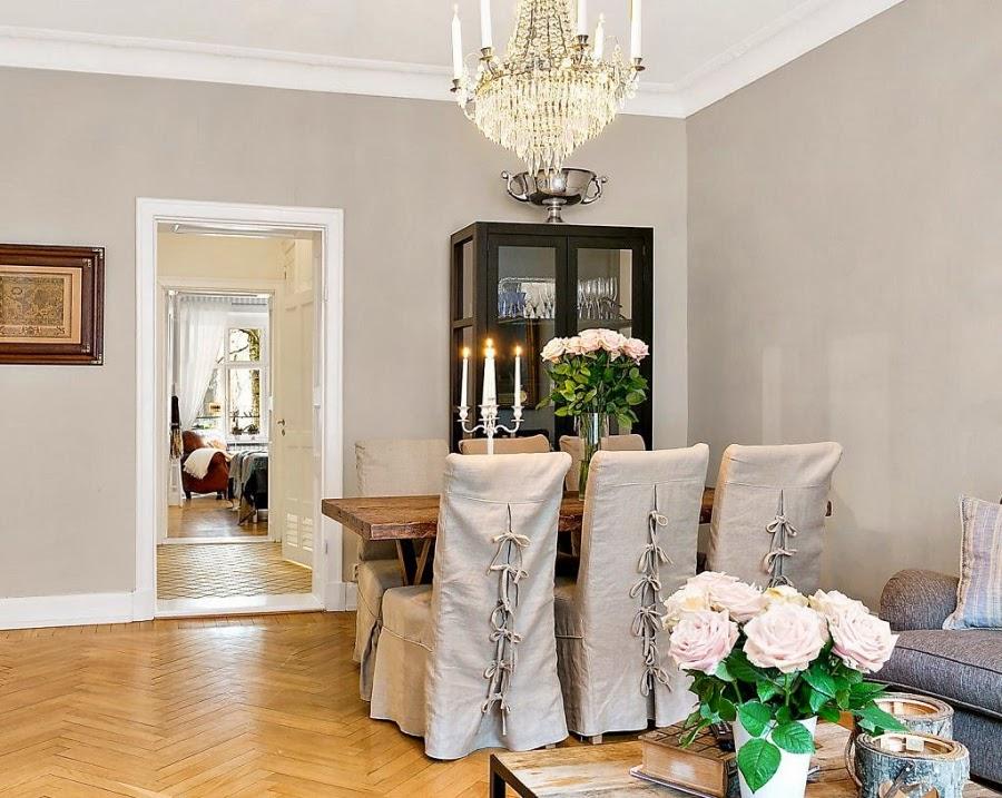 Mieszanka stylów w palecie szarości, wystrój wnętrz, wnętrza, urządzanie domu, dekoracje wnętrz, aranżacja wnętrz, inspiracje wnętrz,interior design , dom i wnętrze, aranżacja mieszkania, modne wnętrza, jadalnia, styl rustykalny, drewniany stół, świecznik