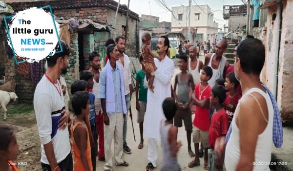 रालोसपा नेता मधु सिंह ने लाचार परिवार को घर बनाने के लिए दी आर्थिक मदद
