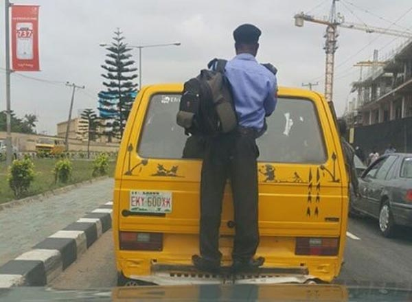 """Only In Nigeria: Policeman Sighted Acting """"Spiderman"""" On A Bus"""