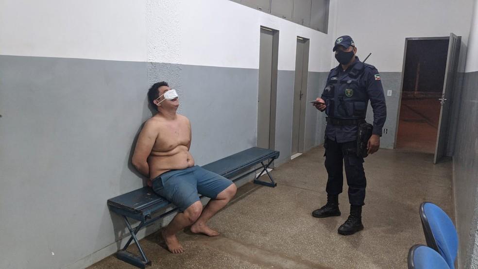 Médico plantonista que trabalha em Jangada, é detido ao bater carro em muro e diz aos policiais que havia usado drogas em Várzea Grande