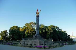 Полтава. Кругла площа. Монумент Слави