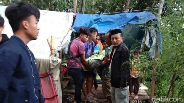 Kedinginan di Tenda Pengungsi Gempa Sulbar, Warga Majene Meninggal