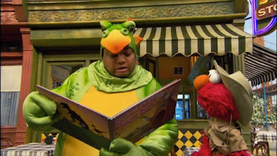 Sesame Street Elmo Loves Animals