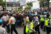 Gabungan Polrestabes Semarang membubarkan Puluhan Pendemo karena tidak mematuhi Protokol Kesehatan