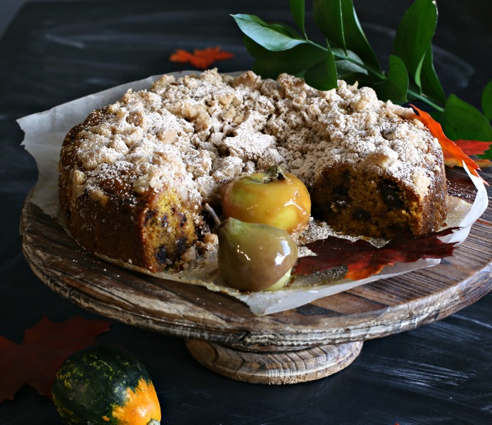 Recipe for a pumpkin flavored cake, filled with chocolate chips and topped with a cinnamon crumb.