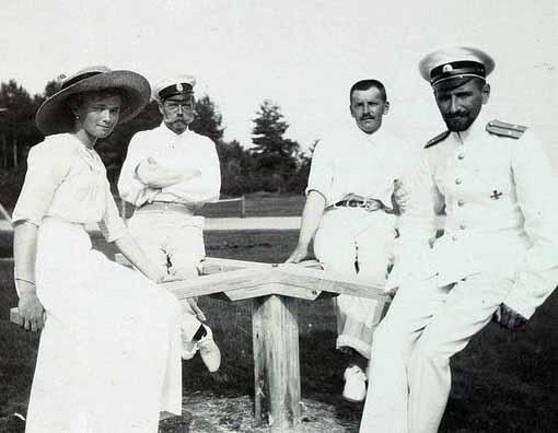 Olga com Pavel e demais soldados