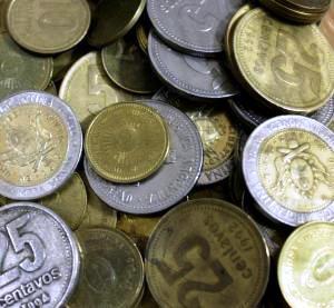 El Gobierno comenzará con la acuñación de monedas de mayor denominación y conservarán los rostros de San Martín y Belgrano.