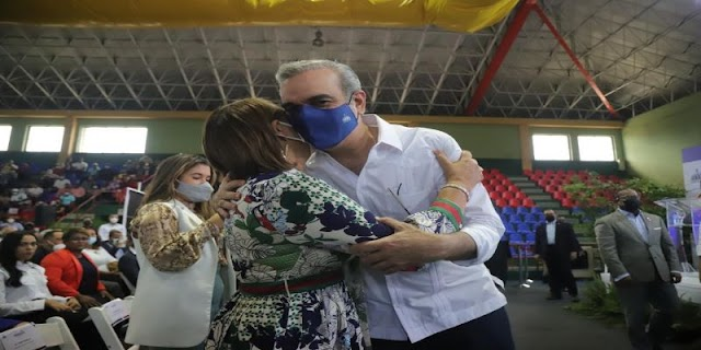 Gobierno otorgó más de RD$100 millones en préstamo a buhoneros de la Duarte con París