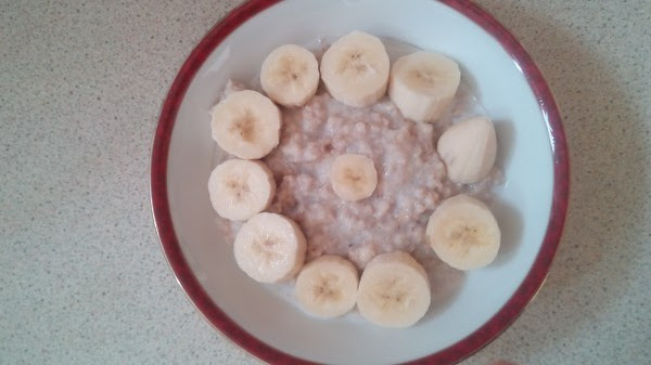 Porridge-with-bananas-beautifully-arranged