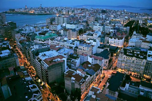 Coruña anocheciendo