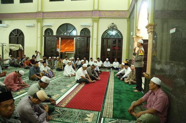 Memakmurkan Masjid, Kapolrestabes Medan Gelar Giat Subuh Berjamaah