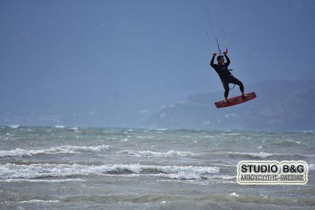 Κινδύνεψαν τέσσερα άτομα που έκαναν kite-surf στην παραλία του Σίμου στην Ελαφόνησο