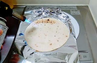 トルティーヤ焼き作業1