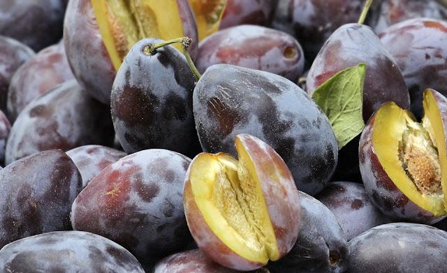 kebaikan buah plum bagi ibu menyusui
