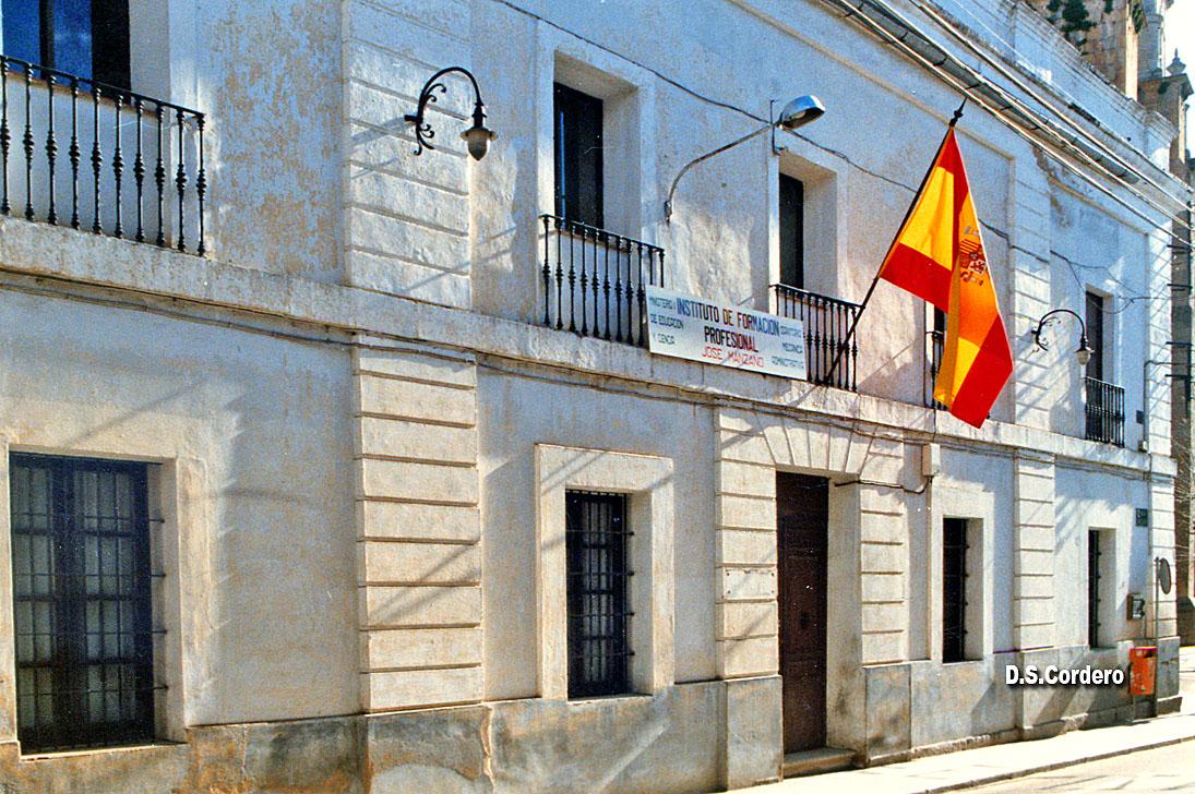 Cachos de vida antiguo ayuntamiemto for Puerta 19 benito villamarin