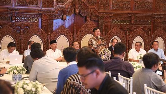 Prabowo Undang Media Asing, Media Lokal Hanya Dibolehkan Menunggu di Pagar Rumah