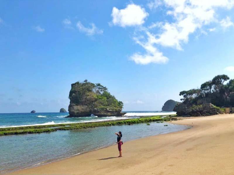 Pantai Jelangkung Malang Selatan