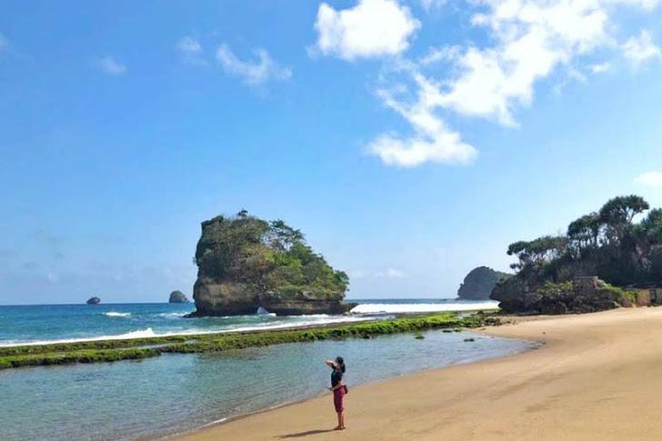 Pantai Jelangkung (Jolangkung) Malang - Fasilitas, Harga Tiket, Rute