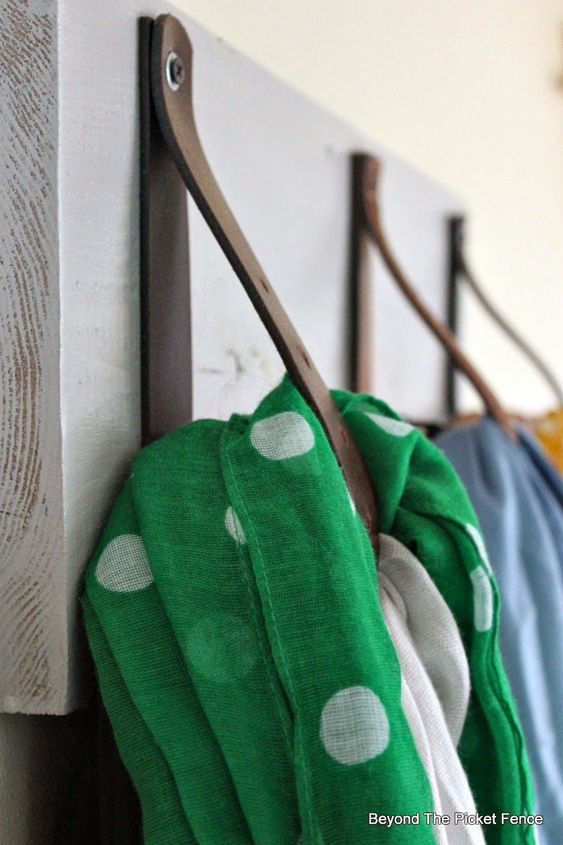 reclaimed wood, scarf hanger, organization, closet, Beyond The Picket Fence http://bec4-beyondthepicketfence.blogspot.com/2015/02/scarf-hanger-in-30-minutes-or-less.html
