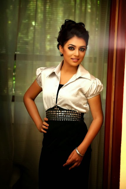 Nazriya Nazim Fahadh glamour photo