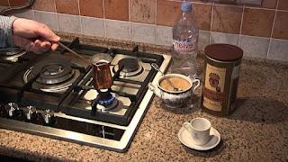 Как варить кофе в турке на газовой плите? Инструкция и Пропорции! (как правильно варить кофе в турке на электрической газовой и стеклокерамической плите?)