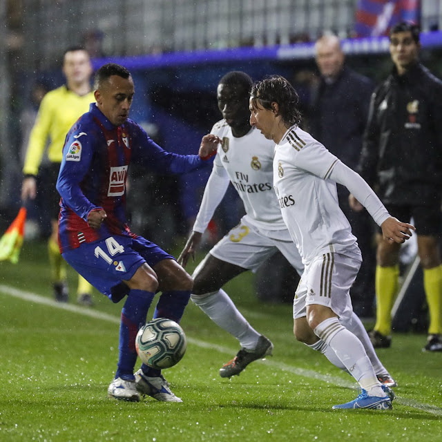 ريال مدريد يفوز برباعيه نظيفة علي ايبار في الدوري الاسباني