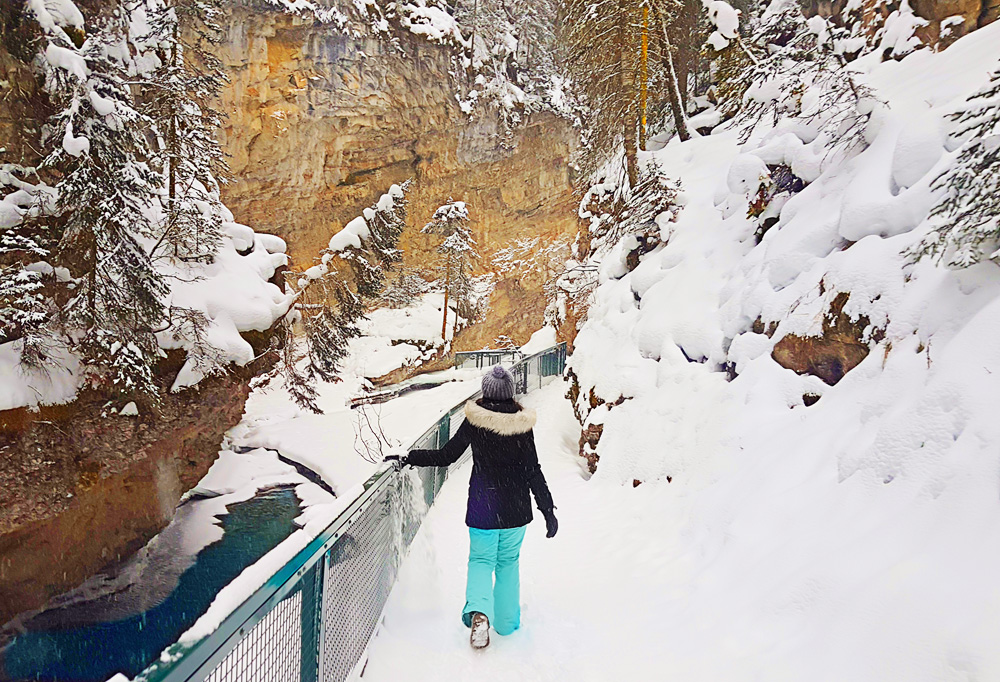 Our winter getaway in -20 degrees in Banff Alberta, Johnston Canyon