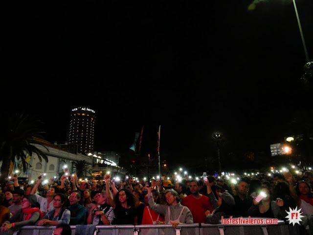 Las luces del público para la reina Pongo