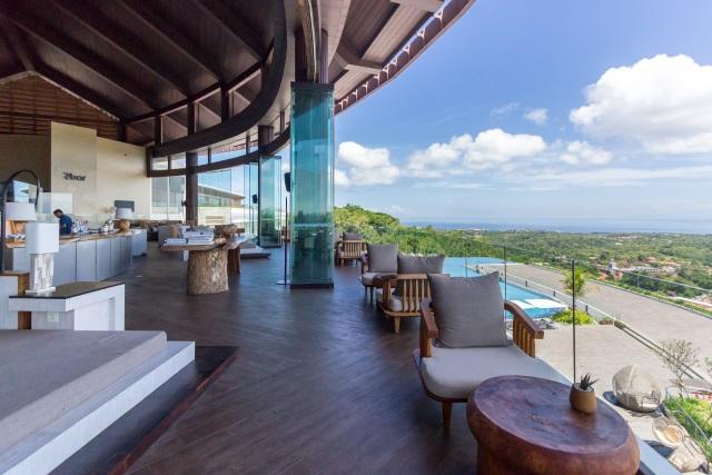 Lobby Bar of Renaissance Hotel Bali