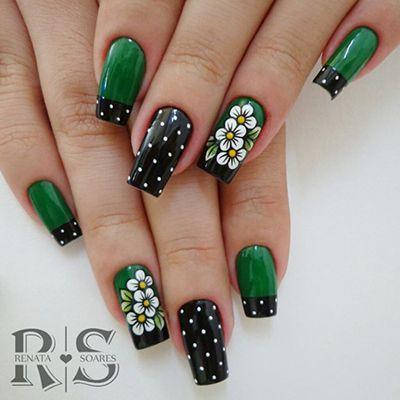 unhas decoradas com flores verdes
