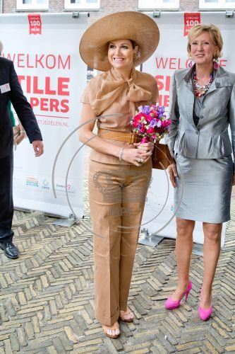 Queen Maxima Style fashions wore Natan Dress, J.Crew shoping Prada dress