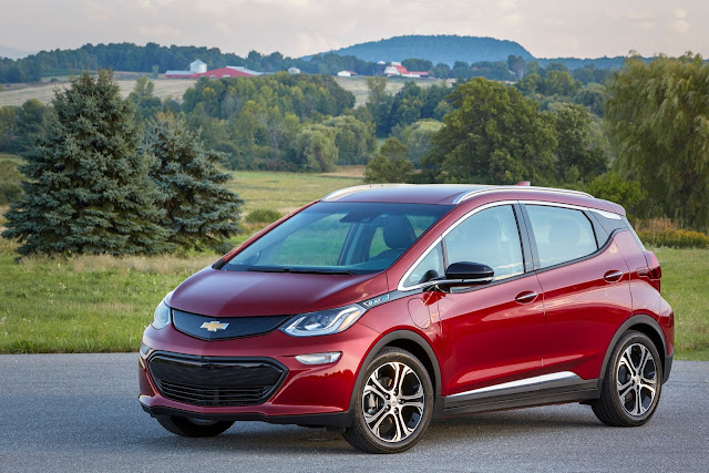 Front 3/4 view of 2019 Chevrolet Bolt