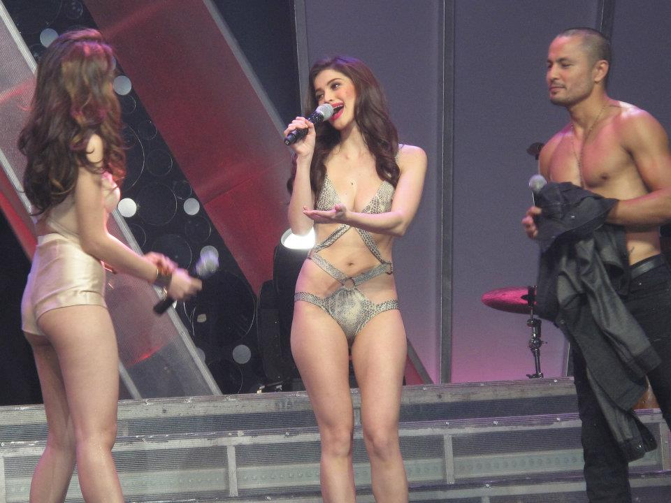 anne curtis and cristine reyes in annebisyosa concert