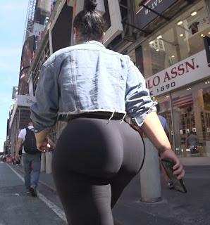 Mujeres caderas redondas ropa entallada