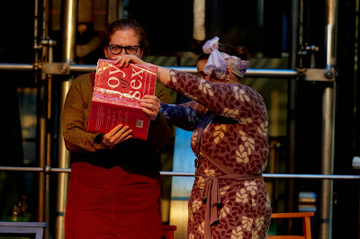 Pop-Up Opera, Il Matrimonio Segreto, Emily Blanch, Helen Stanley (photo Richard Lakos, The Other Richard)