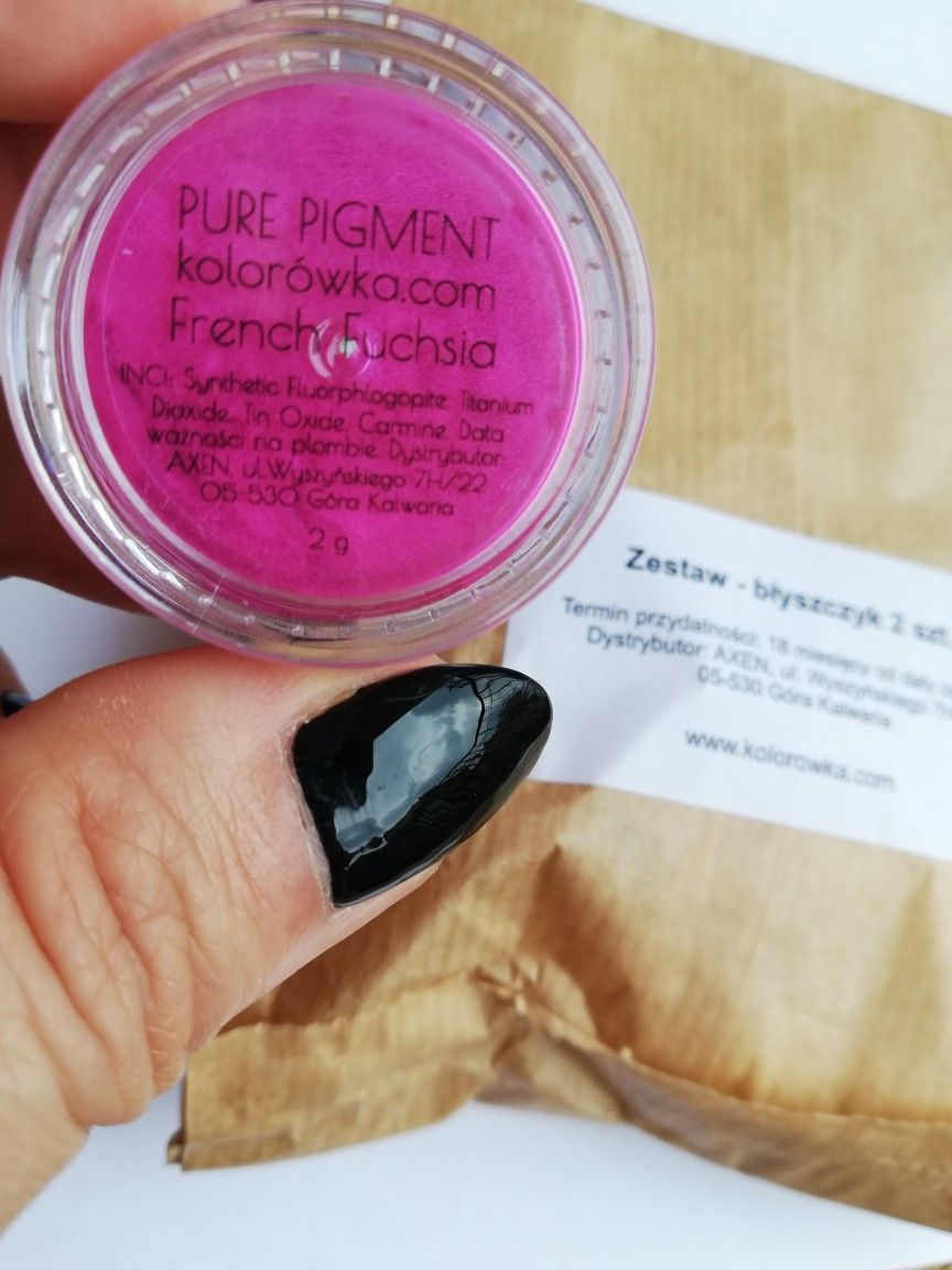 DIY: błyszczyk do ust w kolorze French Fuchsia - nie tylko dla czystych zim!