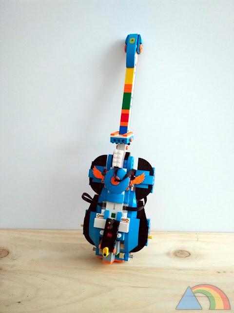 Guitarra hecha con Lego Boost